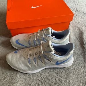 Nike quest running shoes white and light blue